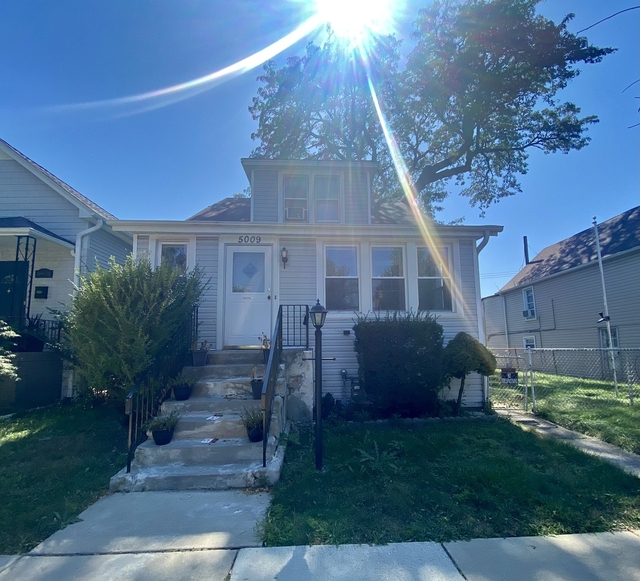 4 Bedrooms, Portage Park Rental in Chicago, IL for $2,400 - Photo 1