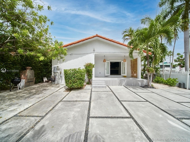 4 Bedrooms, Isle of Normandy Ocean Side Rental in Miami, FL for $6,000 - Photo 1