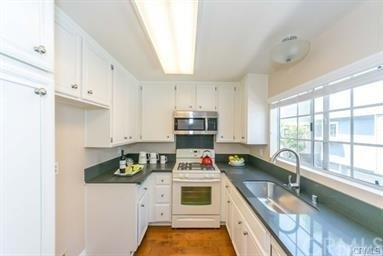 2 Bedrooms, South Bayport Rental in Los Angeles, CA for $3,000 - Photo 1