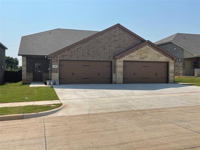 3 Bedrooms, Granbury East Rental in Granbury, TX for $1,950 - Photo 1