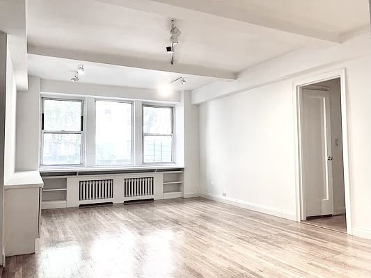3 Bedrooms, Tudor City Rental in NYC for $4,995 - Photo 1