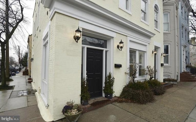 1 Bedroom, Braddock Road Metro Rental in Washington, DC for $2,200 - Photo 1