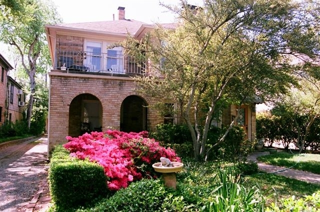 2 Bedrooms, North Oaklawn Rental in Dallas for $1,700 - Photo 1