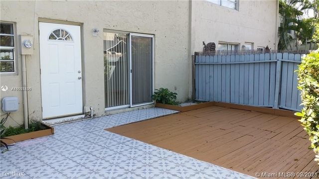 3 Bedrooms, Snapper Creek Townhouses Rental in Miami, FL for $2,475 - Photo 1