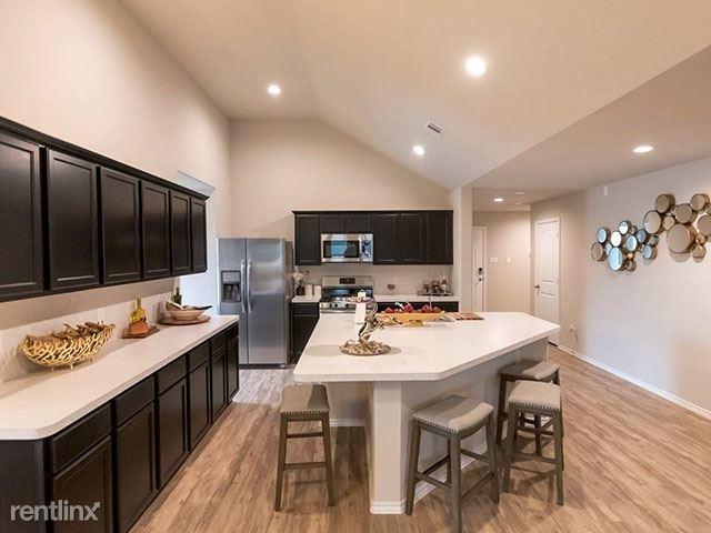 4 Bedrooms, Montgomery Rental in Houston for $1,950 - Photo 1