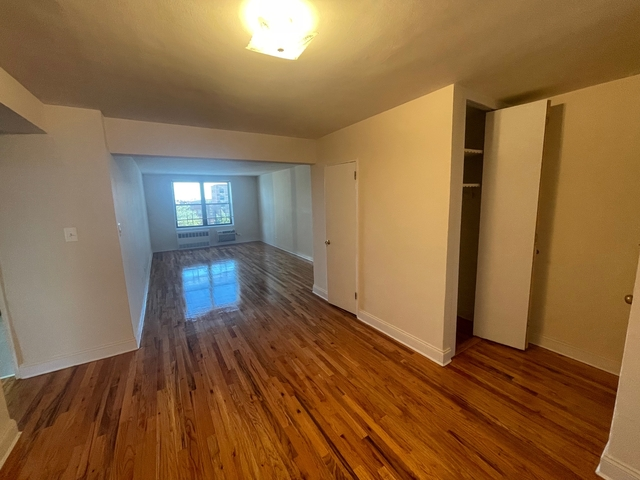 3 Bedrooms, Forest Hills Rental in NYC for $3,200 - Photo 1