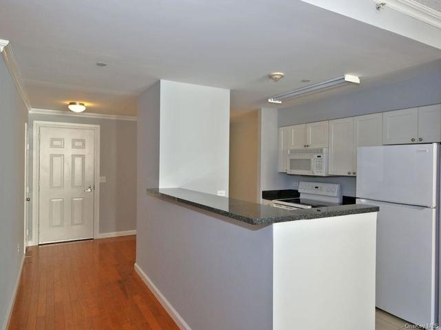 1 Bedroom, White Plains Rental in  for $2,285 - Photo 1
