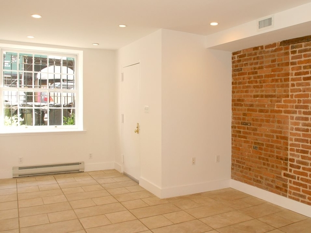 Room, Upper East Side Rental in NYC for $1,319 - Photo 1