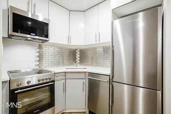 2 Bedrooms, Little Italy Rental in NYC for $4,000 - Photo 1