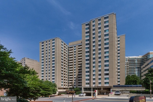 2 Bedrooms, Bethesda Rental in Washington, DC for $2,300 - Photo 1