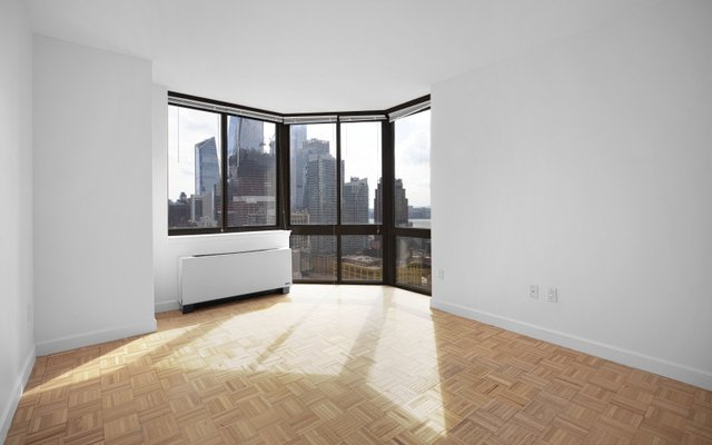 2 Bedrooms, Hell's Kitchen Rental in NYC for $5,140 - Photo 1