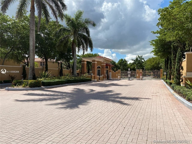 3 Bedrooms, Luxcom at Miami Lakes Rental in Miami, FL for $2,700 - Photo 1