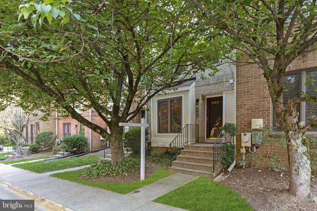 3 Bedrooms, North Bethesda Rental in Washington, DC for $2,850 - Photo 1