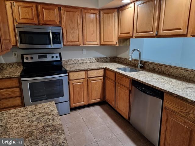 2 Bedrooms, Germantown Rental in Washington, DC for $2,100 - Photo 1