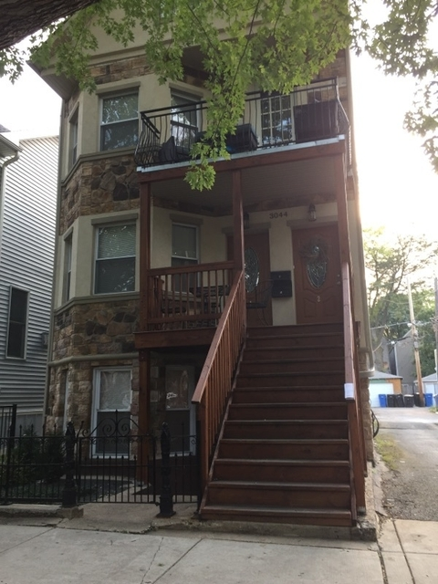 3 Bedrooms, Roscoe Village Rental in Chicago, IL for $2,200 - Photo 1