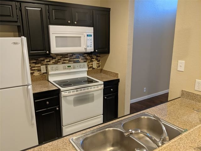 2 Bedrooms, Lake Highlands Rental in Dallas for $1,675 - Photo 1