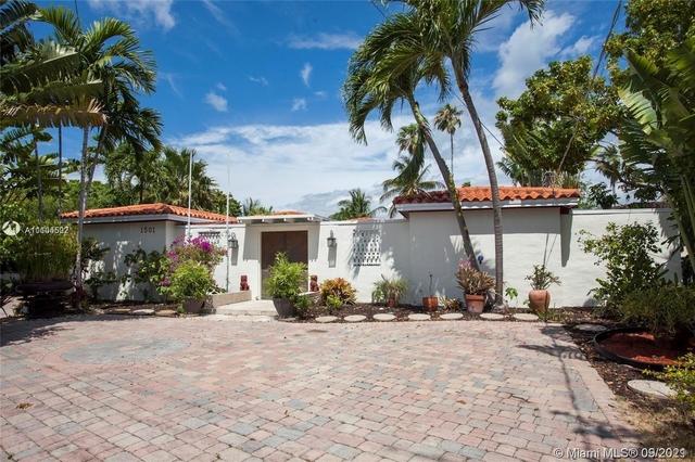 Studio, Isle of Normandy Ocean Side Rental in Miami, FL for $1,200 - Photo 1