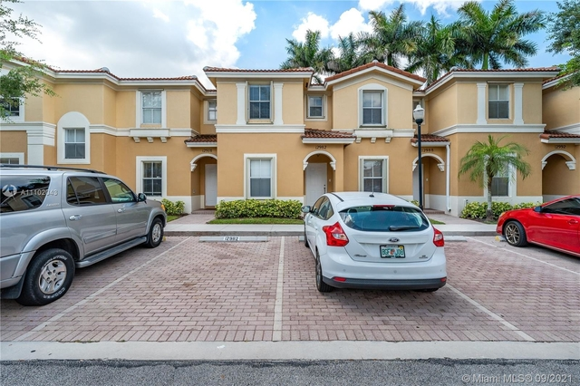 3 Bedrooms, Melrose Point Condominiums Rental in Miami, FL for $2,550 - Photo 1