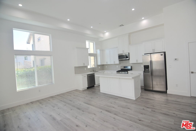 3 Bedrooms, Westchester Rental in Los Angeles, CA for $4,000 - Photo 1