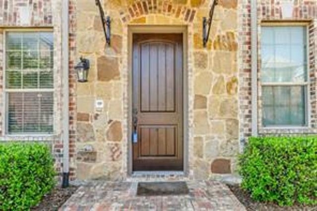 3 Bedrooms, The Town Homes at Legacy Town Center Rental in Dallas for $2,800 - Photo 1