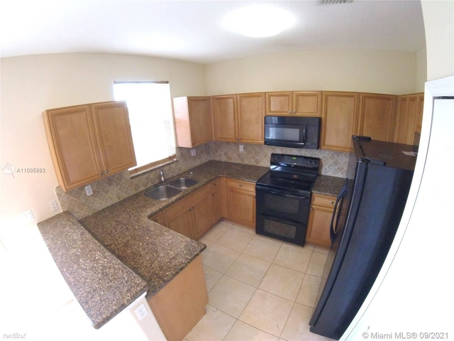 4 Bedrooms, Fontainebleau Park West Rental in Miami, FL for $3,800 - Photo 1