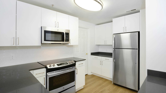 2 Bedrooms, Hudson Rental in NYC for $3,286 - Photo 1