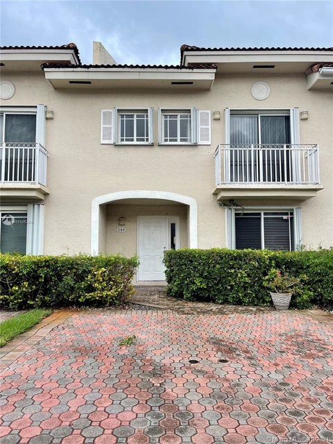 3 Bedrooms, Windsor Place Rental in Miami, FL for $2,550 - Photo 1