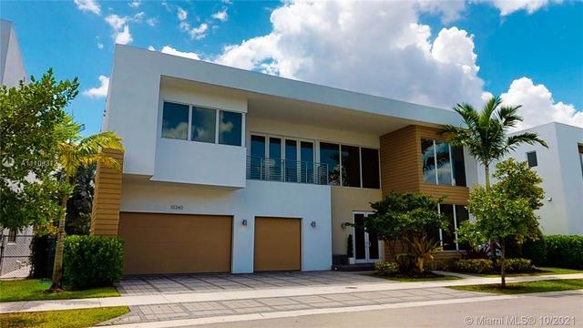 5 Bedrooms, Doral Rental in Miami, FL for $11,000 - Photo 1