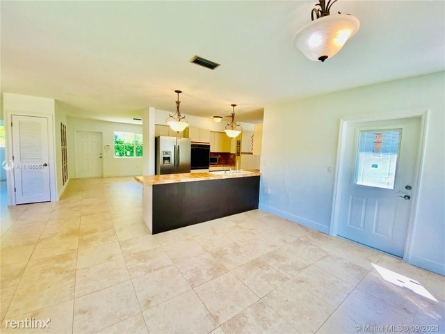 3 Bedrooms, Pinecrest Rental in Miami, FL for $6,000 - Photo 1