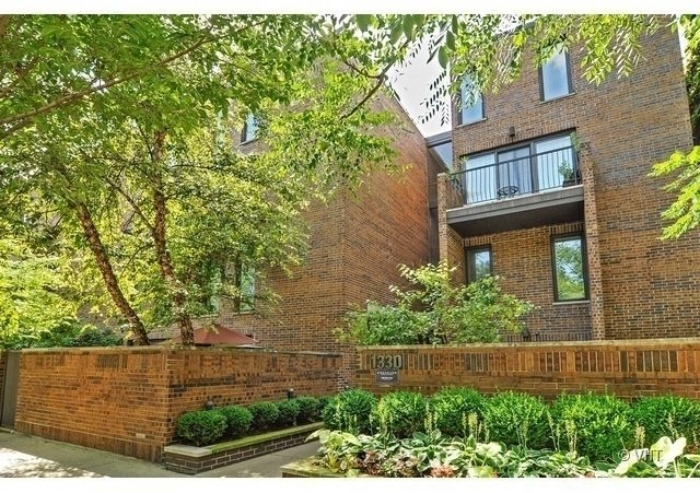 3 Bedrooms, Old Town Rental in Chicago, IL for $3,650 - Photo 1