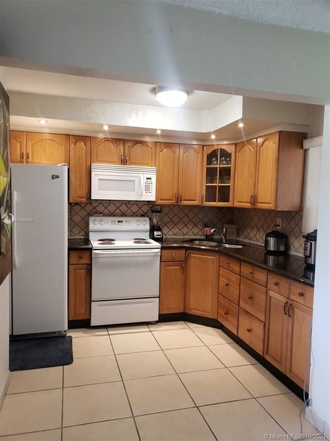 2 Bedrooms, Parkside Rental in Miami, FL for $1,750 - Photo 1