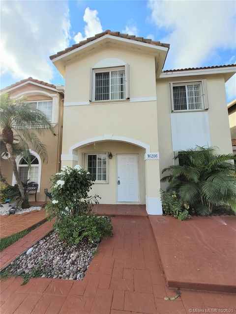 3 Bedrooms, Monaco Estates at Kendall Rental in Miami, FL for $3,200 - Photo 1