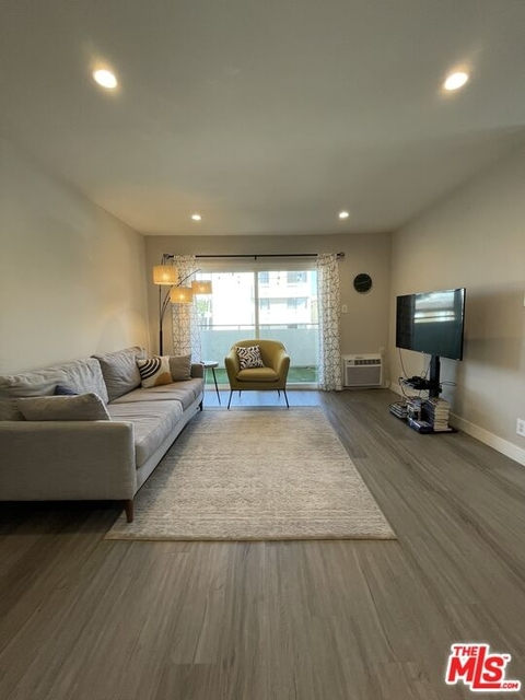 2 Bedrooms, South Robertson Rental in Los Angeles, CA for $3,295 - Photo 1
