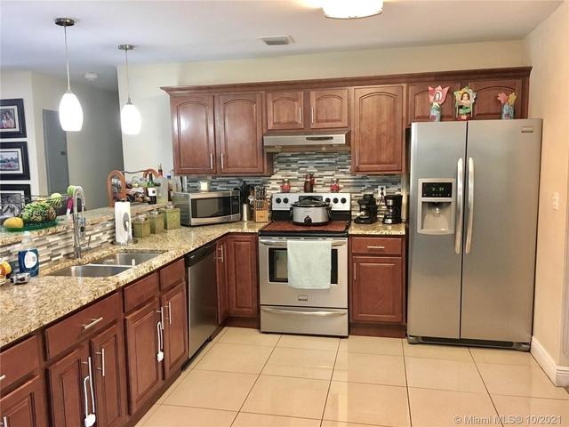 3 Bedrooms, Pinecrest Rental in Miami, FL for $4,875 - Photo 1