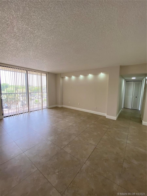 2 Bedrooms, Summit Chase Rental in Miami, FL for $2,000 - Photo 1
