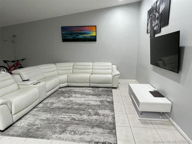 2 Bedrooms, Plantation Rental in Miami, FL for $2,600 - Photo 1