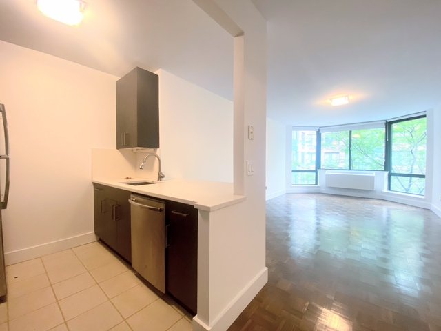 2 Bedrooms, Battery Park City Rental in NYC for $6,400 - Photo 1