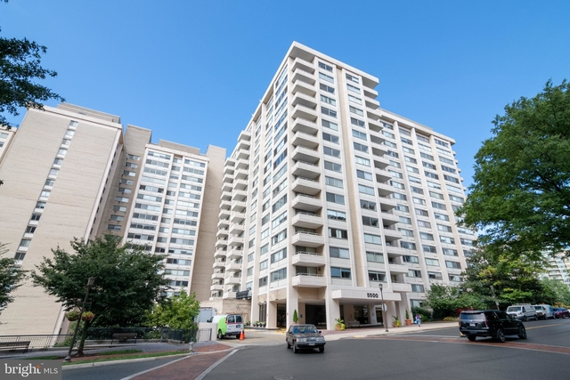 2 Bedrooms, Bethesda Rental in Washington, DC for $2,900 - Photo 1