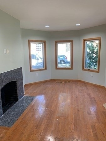 3 Bedrooms, Newton Center Rental in Boston, MA for $3,100 - Photo 1