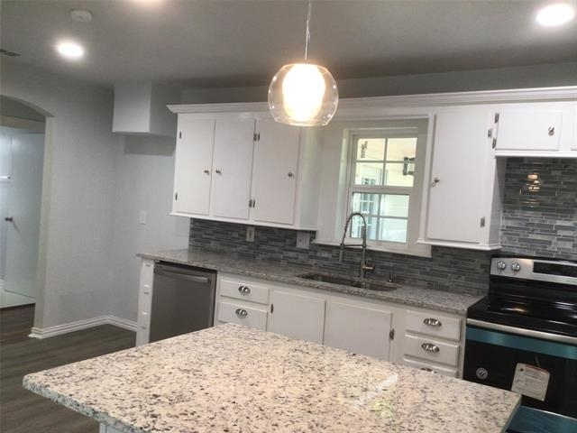 3 Bedrooms, Cleburne Rental in Dallas for $1,950 - Photo 1