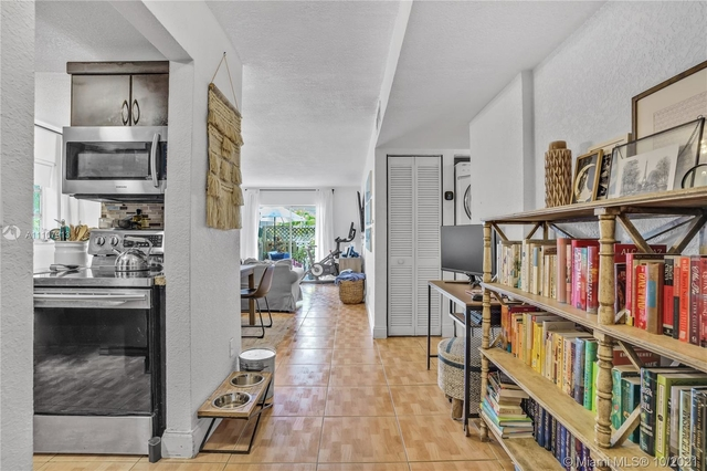 2 Bedrooms, Kendall Rental in Miami, FL for $2,000 - Photo 1