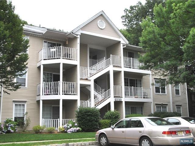 2 Bedrooms, Bergen Rental in Mount Pleasant, NY for $2,100 - Photo 1