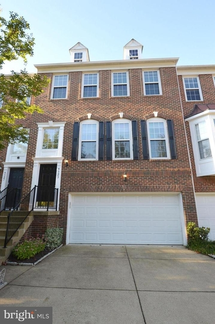 3 Bedrooms, Oakton Rental in Washington, DC for $3,250 - Photo 1