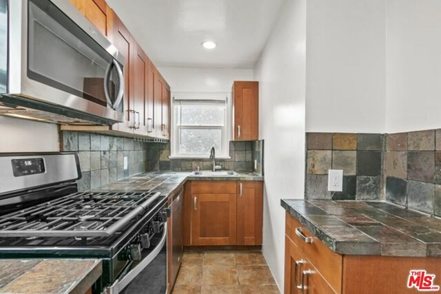 2 Bedrooms, Ocean Park Rental in Los Angeles, CA for $3,800 - Photo 1