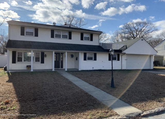 7 Bedrooms, Oakhurst Rental in North Jersey Shore, NJ for $5,075 - Photo 1