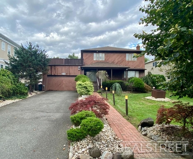 5 Bedrooms, Lawrence Rental in Long Island, NY for $6,200 - Photo 1