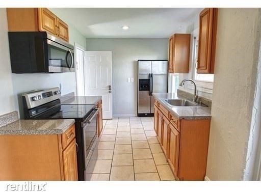 2 Bedrooms, Brockton Rental in  for $1,800 - Photo 1