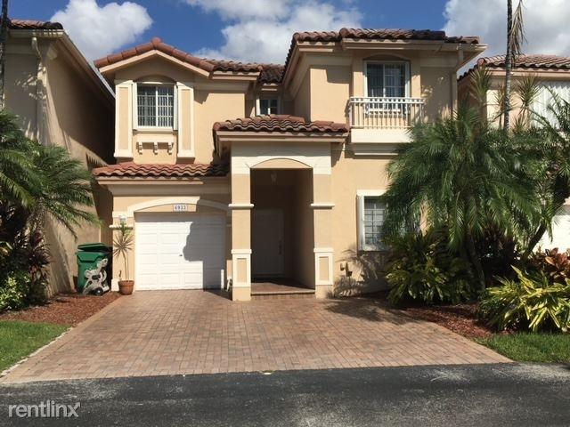 3 Bedrooms, Doral Isles Caribbean Rental in Miami, FL for $4,000 - Photo 1