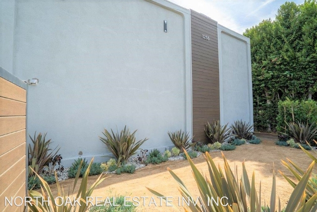 2 Bedrooms, Little Armenia Rental in Los Angeles, CA for $2,287 - Photo 1