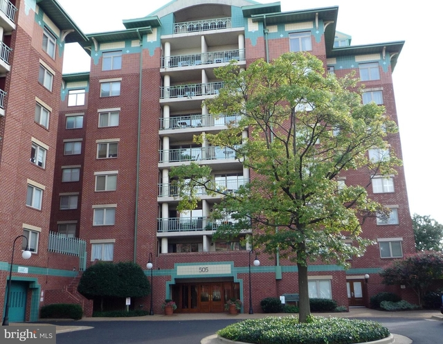 2 Bedrooms, Colecroft Station Condominiums Rental in Washington, DC for $2,500 - Photo 1
